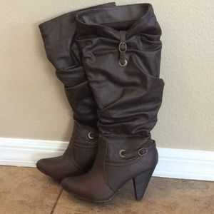 Dark brown, kneelength slouch boots